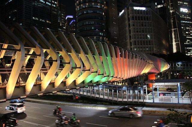 800px-GBK_bridge_lit_in_Sri_Lankan_colours