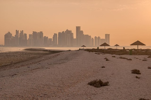 800px-Safliya_Island_near_Doha_Qatar